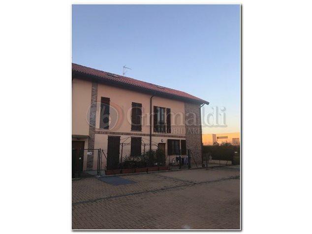Villa in vendita a Abbiategrasso Strada Ozzero, 45, 225.000 €, 150 ...