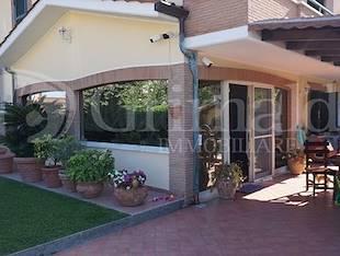 Villa bifamiliare - Fiumicino, RM