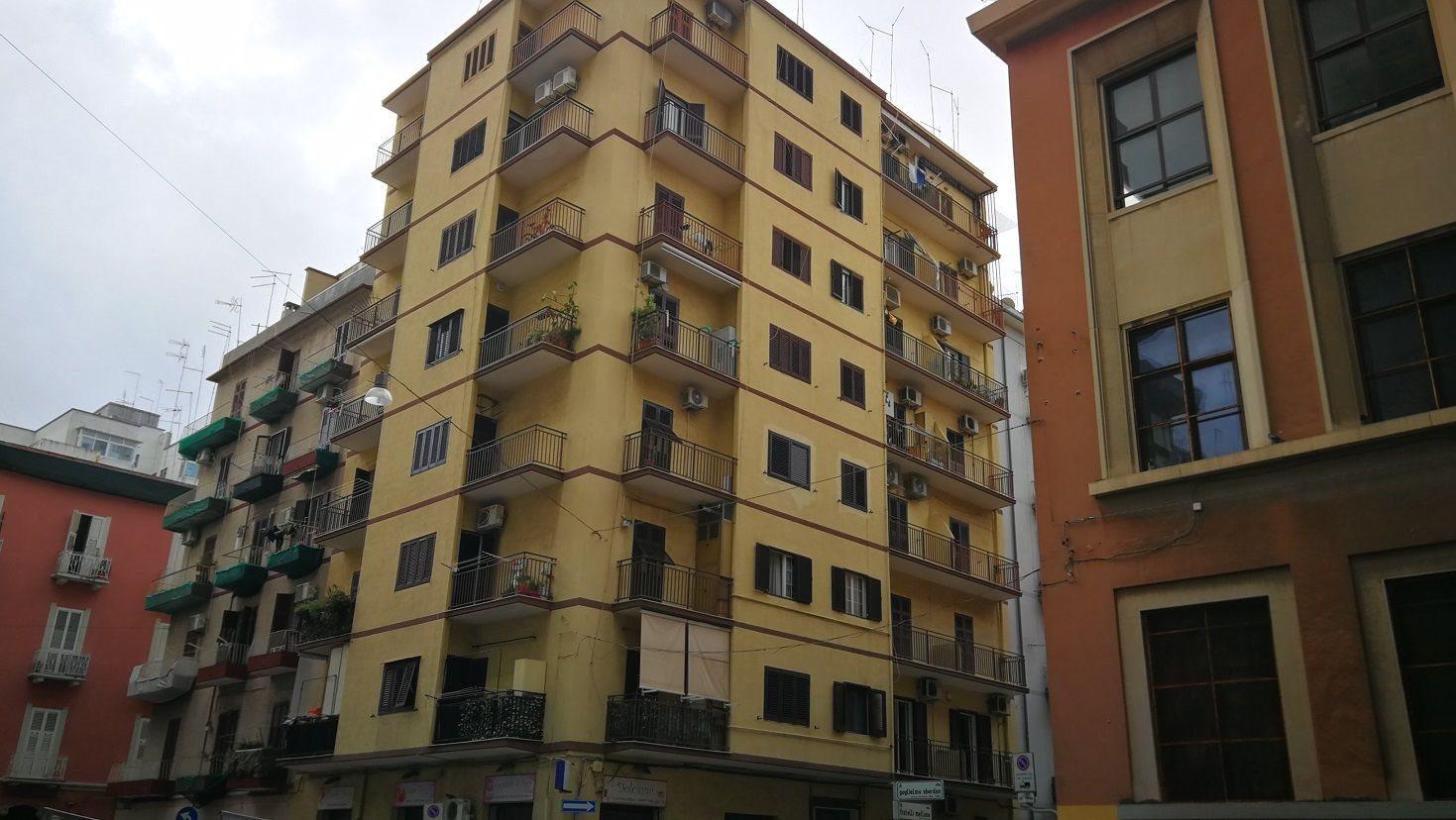 Taranto Oberdan appartamento ascensore 2 vani e accessori ripostiglio uso investimento.jpg