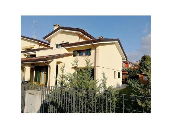 Vendita Villa trifamiliare Cadoneghe